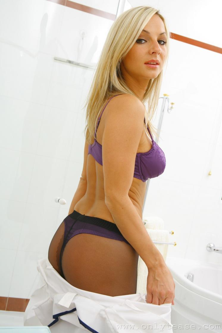 Julia paes bikini
